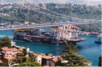 Passaggio Saipem 2000 sotto il ponte del Bosforo