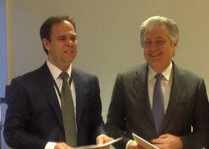 18 dicembre 2015 - Stefano Cao e Luis Araujo alla firma dell'accordo di collaborazione tra Saipem e Aker Solutions